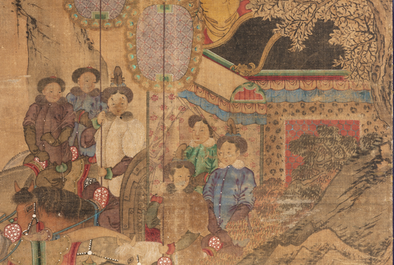 The man in blue outfit is the Qing Dynasty's emperor. [CULTURAL HERITAGE ADMINISTRATION]