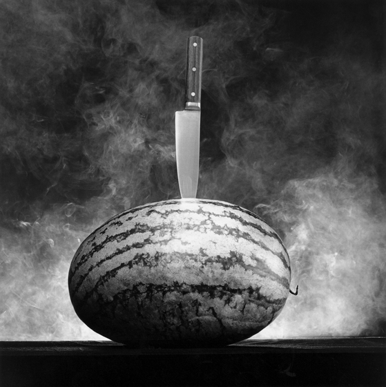 ″Watermelon with Knife″(1985) by Robert Mapplethorpe. [THE ROBERT MAPPLETHORPE FOUNDATION/ KUKJE GALLERY]