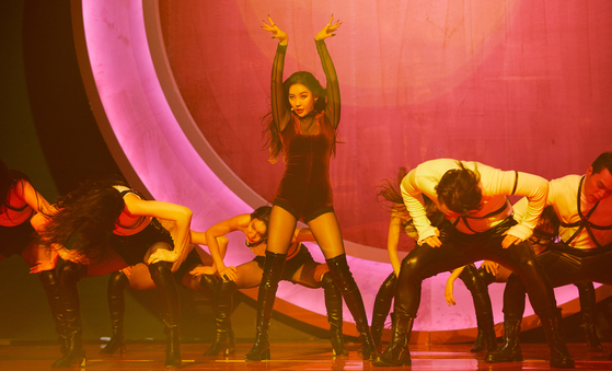 "Singer Sunmi performs during an online showcase for her new single ""Tail."" [ILGAN SPORTS]"