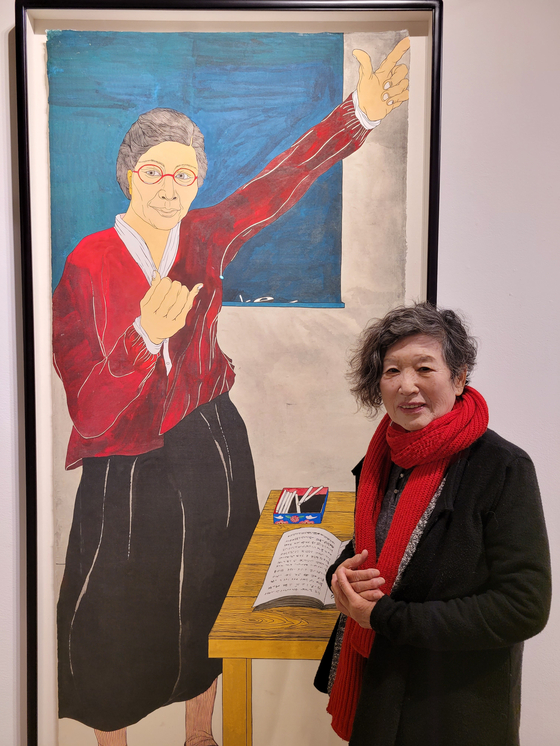 Artist Yun Suknam with her portrait of activist Kim Maria. [MOON SO-YOUNG]