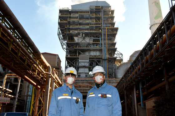 Posco employees stand in front of selective catalytic reduction facilities at Pohang Works. [POSCO]