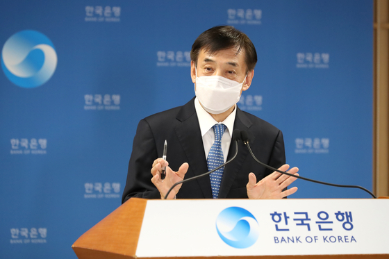 Bank of Korea Governor Lee Ju-yeol speaks at a press event held on Thursday, where he announced rates will be held steady at 0.5 percent. [BANK OF KOREA]
