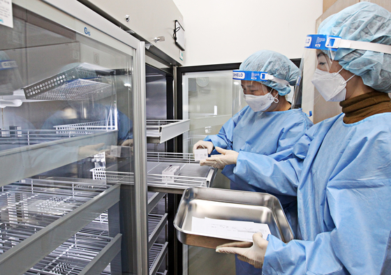 AstraZeneca vaccines are stored in refrigerators at a health care center in Dongjak District, southern Seoul, Thursday, a day ahead of the start of the country's Covid-19 vaccination program. [NEWS1]