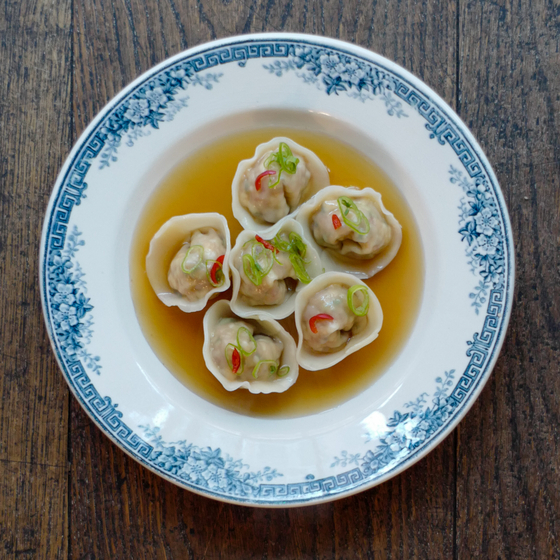 Manduguk, also known as soup dumplings, is one of the dishes the chef eats most often at his home. In Korea, manduguk is known as something easy to cook as long as you have some frozen mandu stocked up in your fridge. Making mandu from scratch is usually considered a full-day of work, and family members used to gather together to make them. They even compete to see who makes the best-looking mandu. [AGENCE NEROLI]