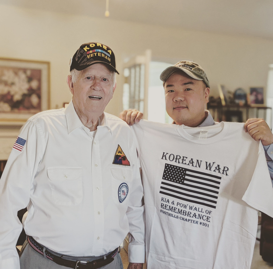Rami poses next to Lewis Vaughn, who served IN the U.S. Forces in Korea. [RAMI HYUN]