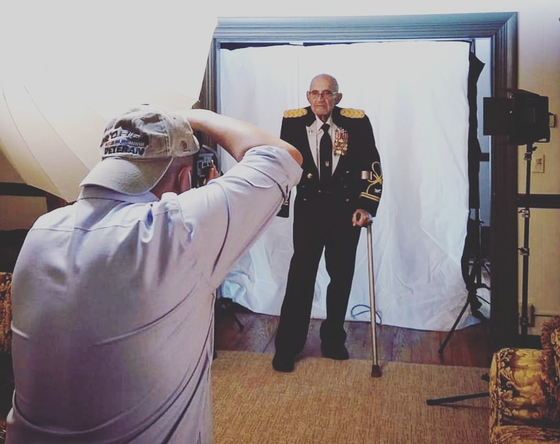 Rami Hyun is taking the picture of William Weber, a U.S. Army colonel who is a veteran of both World War II and the Korean War. [RAMI HYUN]