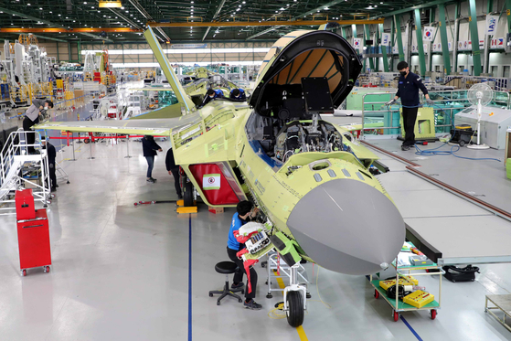 Engineers in Sacheon, South Gyeongsang on Wednesday work on a nearly completed prototype of the country's first indigenously developed fighter jet. [YONHAP]