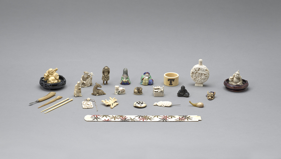 Belongings Albert and Mary Taylor used while living in Korea in the 1920s, donated by their granddaughter, Jennifer Linley Taylor. [SEOUL METROPOLITAN GOVERNMENT]