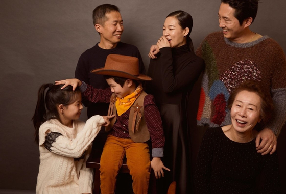 Cast of ″Minari.″ From left to clockwise, director Lee Isaac Chung, actors Han Ye-ri, Steven Yeun, Youn Yuh-jung, Alan Kim and Noel Kate Cho. [PAN CINEMA]