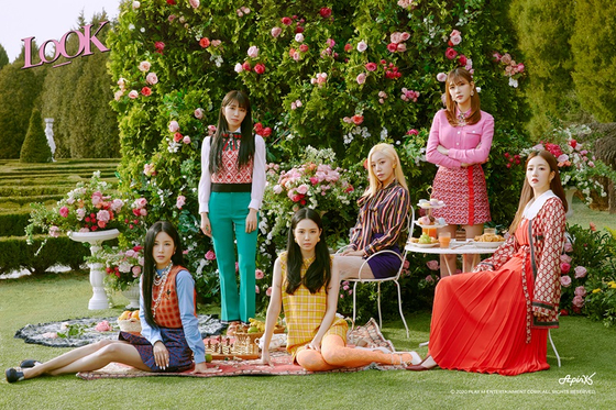A photo of Apink released to promote its upcoming online exhibit in March to celebrate the group's 10th anniversary coming in April. [PLAY M ENTERTAINMENT]