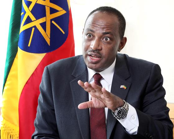 Shiferaw Shigutie Wolassa, ambassador of Ethiopia to Korea, speaks with the Korea JoongAng Daily at the Embassy of Ethiopia in Seoul on Feb. 22. [PARK SANG-MOON]