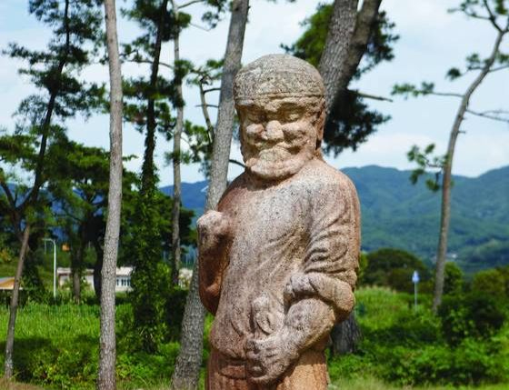 A stone statue of a foreigner made during the Silla Dynasty (57 B.C. to A.D. 935) is used as evidence that the Korean Peninsula was a part of the ″Silk Road″ and made transactions with the Western world. [PROVINCE OF GYEONGSANGBUK-DO]