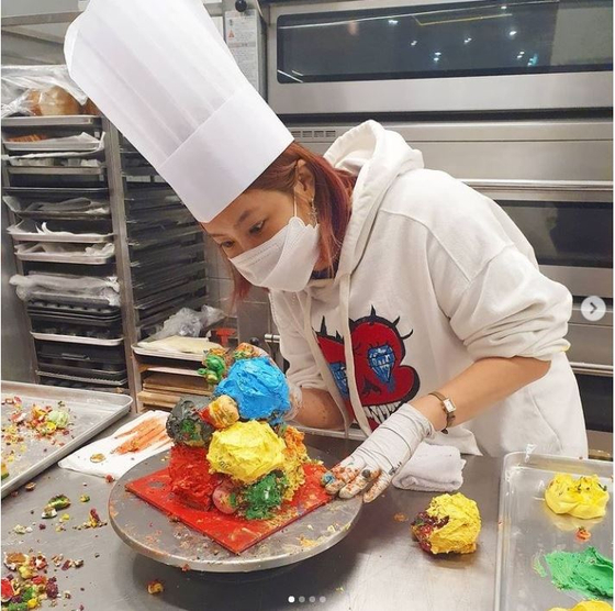 """Kwon's Instagram post making the cake inspired by artist Jeff Koons' """"Play Doh."""" [SCREEN CAPTURE]"""