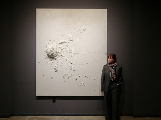 Artist Kwon Ji-an, who is also known as Solbi, kicked off an exhibit at Gallery Insa Art in central Seoul on Wednesday. [M.A.P CREW]