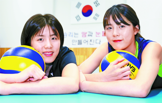 Twin volleyball players Lee Jae-young and Lee Da-young admitted that bullying claims against them were true and were indefinitely suspended from the national volleyball team and club matches. [ILGAN SPORTS]