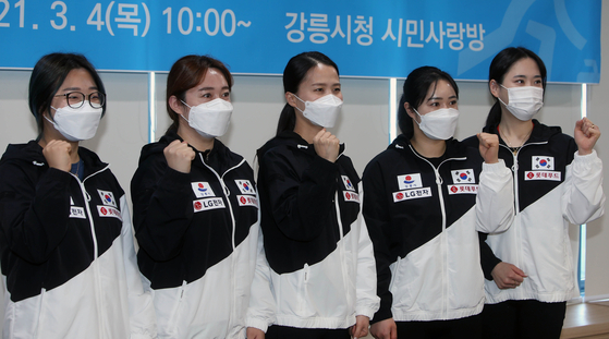 Korean women curlers Team Kim, who won the silver medal at the 2018 PyeongChang Winter Olympics, pose for a photo after the team business agreement at Gangneung City Hall in Gangwon on Thursday. [YONHAP]