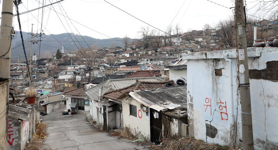 View of Baeksa Village in Nowon District, northern Seoul, on Thursday. Seoul Metropolitan Government announced its plans of developing Baeksa Village, the last shanty town of Seoul. [YONHAP]