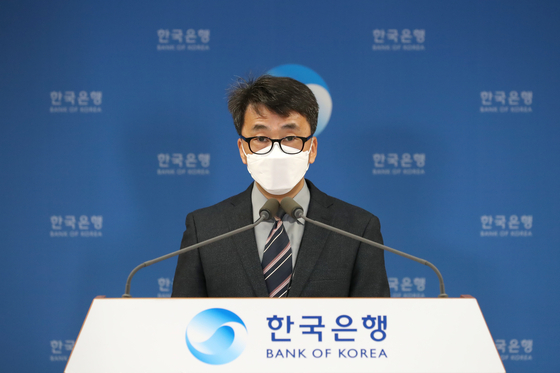Shin Seung-cheol, director of the national accounts division at the Bank of Korea, speaks during an online briefing held Thursday. [BANK OF KOREA]