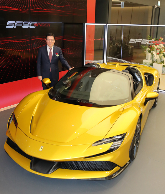 Kim Gwang-cheol, CEO of FMK, a Korean importer and distributor of Ferrari cars, promote the SF90 Spider at its exhibition hall in Seocho District, southern Seoul on Thursday. The SF90 Spider has three electric motors. [YONHAP]