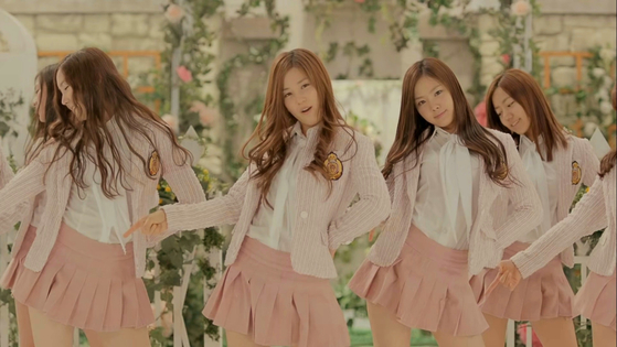A scene from girl group Apink's music video for its debut song ″I Don't Know″ (2011). When Apink debuted, it emphasized a girly, innocent image. [SCREEN CAPTURE]