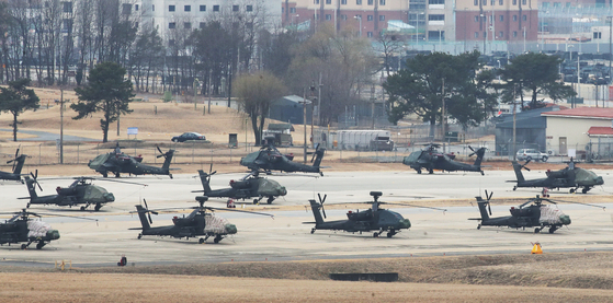Helicopters are on standby at Camp Humphreys in Pyeongtaek, Gyeonggi, Sunday, ahead of a nine-day military exercise between Seoul and Washington set to kick off Monday. The springtime combined military exercise will be scaled down from previous years and not include field maneuvers amid the Covid-19 pandemic. [YONHAP]