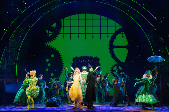 "Korean production of the hit musical ""Wicked"" featuring Oak Joo-hyun, center right, as Elphaba and Jeong Sun-ah, center left, as Glinda is currently being staged at the Blue Square in central Seoul. [CLIP SERVICE]"