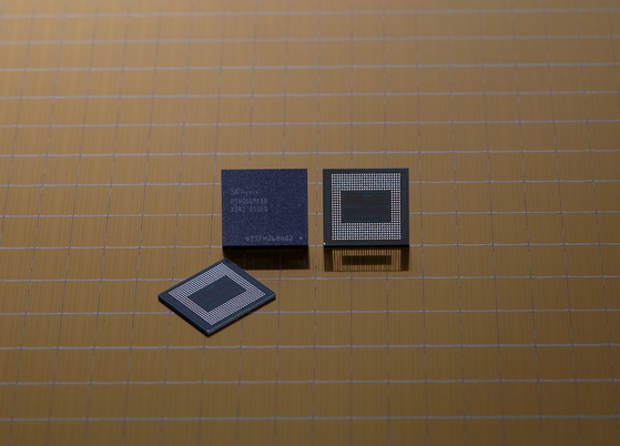 SK hynix's 18-gigabyte low power double data rate 5 chip. [SK HYNIX]