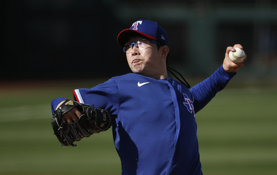 Yang Hyeon-jong of the Texas Rangers pitches against the Los Angeles Dodgers during the eighth inning of an MLB spring training game at Surprise Stadium in Surprise, Arizona on Sunday. [AFP/YONHAP]