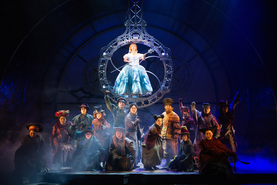 Broadway hit musical ″Wicked″ is currently being staged at the Blue Square in central Seoul. [CLIP SERVICE]