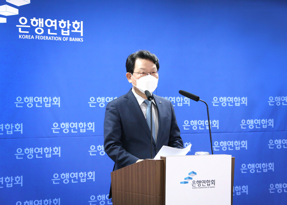 Kim Kwang-soo, Chairman of the Korea Federation of Banks, speaks during an online press event held Tuesday. [YONHAP]