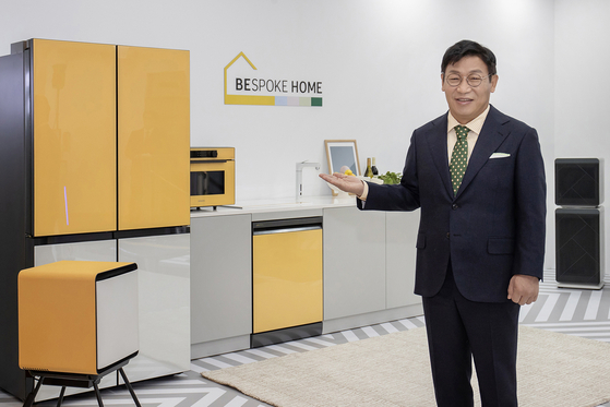 Lee Jae-seung, president Samsung Electronics' consumer electronics division introduces Bespoke Home, an expanded lineup of customized appliances, at Samsung Digital Plaza in Gangnam, southern Seoul, Tuesday. [SAMSUNG ELECTRONICS]