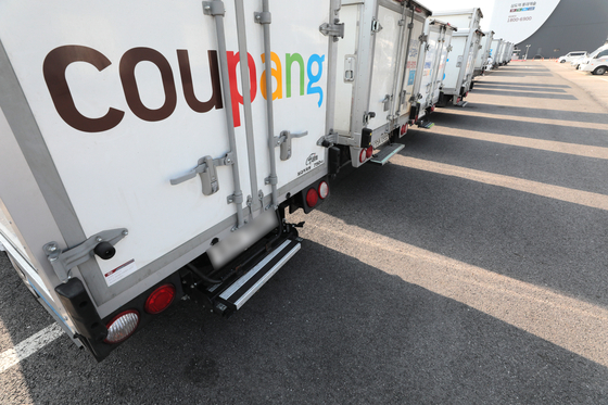 Soon-to-be-public Coupang announced Wednesday it would increase the price of its offering share to between $32 and $34 per share from its earlier range of $27 and $30 a share ahead of its listing on the New York Stock Exchange on Thursday, according to Reuters. [YONHAP]