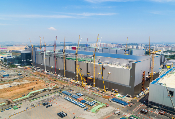 Samsung Electronics' P2 plant in Pyeongtaek,Gyeonggi, which is under development. [NEWS 1]