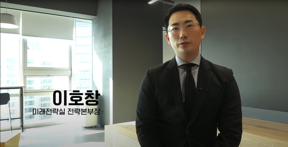 "Lee Ho-chang, one of comedian Lee Chang-ho's personas. The persona depicts a patronizing third-generation businessman of the fictional food conglomerate ""Grandma Gim Gap-saeng's laver."" [SCREEN CAPTURE]"