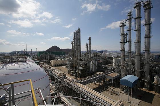 Kumho Petrochemical factory in Yeosu, South Jeolla. [KUMHO PETROCHEMICAL]
