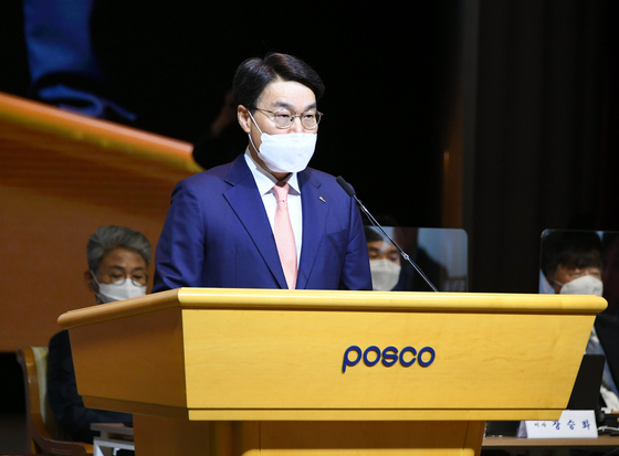 Posco Chairman Choi Jeong-woo speaks at a shareholder's meeting held at the company's Seoul office in Gangnam, southern Seoul, on Friday. [POSCO]