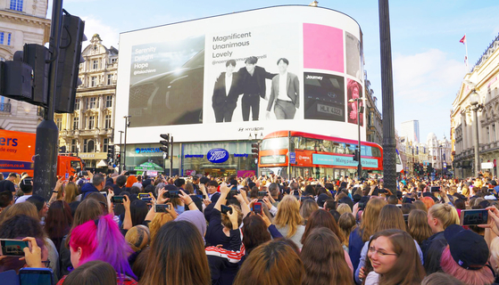 People gather in the streets of London on May 31, 2019, to watch a one-hour advertisement for BTS made by Hyundai Motor, to celebrate the band's first-ever solo concert held at Britain's Wembley Stadium. [HYUNDAI MOTOR]