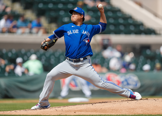 Toronto Blue Jays starting pitcher Hyun-Jin Ryu pitches in the first inning during a spring training game against the Detroit Tigers at Joker Marchant Stadium in Lakeland, Florida, on Monday. [USA TODAY/YONHAP]