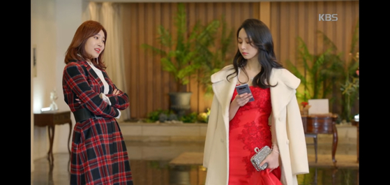 """In the 2018 KBS series """"Radio Romance,"""" a 28-year-old woman scolds a junior colleague for not greeting her. [KBS]"""
