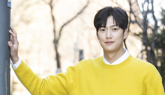 Actor Na In-woo poses for photos during an interview held with the Ilgan Sports, an affiliate of the Korea JoongAng Daily, in Sangam-dong, western Seoul. [ILGAN SPORTS]