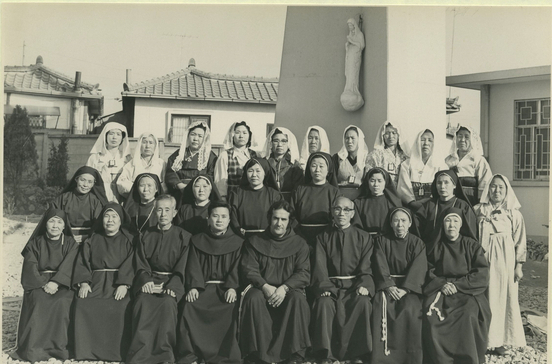 The Franciscan priests of the Order of Friars Minor Holy Korean Martyrs, including a Spanish friar, with brothers and sisters of the Order Secular Franciscan at Seryudong Catholic Church in Suwon, Gyeonggi, on March 14, 1976. [ORDER OF FRIARS MINOR HOLY KOREAN MARTYRS]
