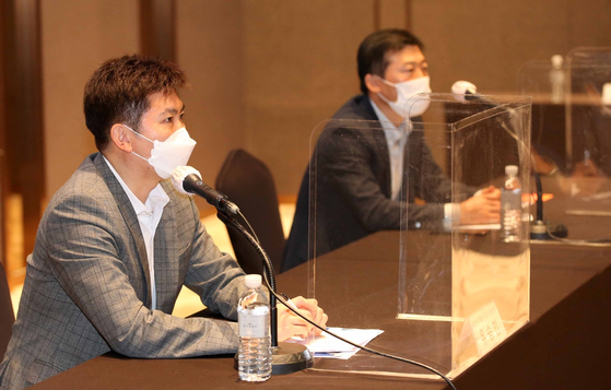 Ryu Seung-min (left) and Kim Taek-Soo (right) of the Korea Table Tennis Association held a media conference in Dragon City Hotel, Seoul on March 15. [YONHAP]