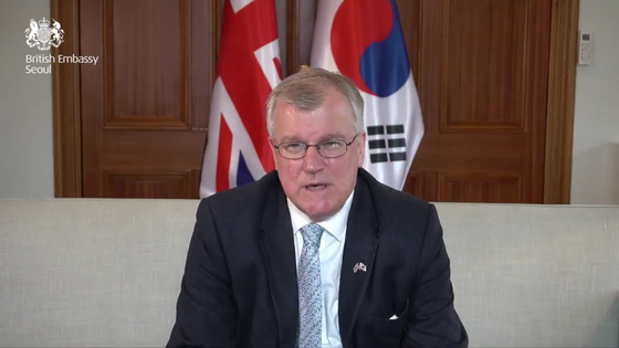 British Ambassador to Korea Simon Smith speaking in a video message on Thursday. [SCREEN CAPTURE FROM SIMON SMITH'S TWITTER ACCOUNT]