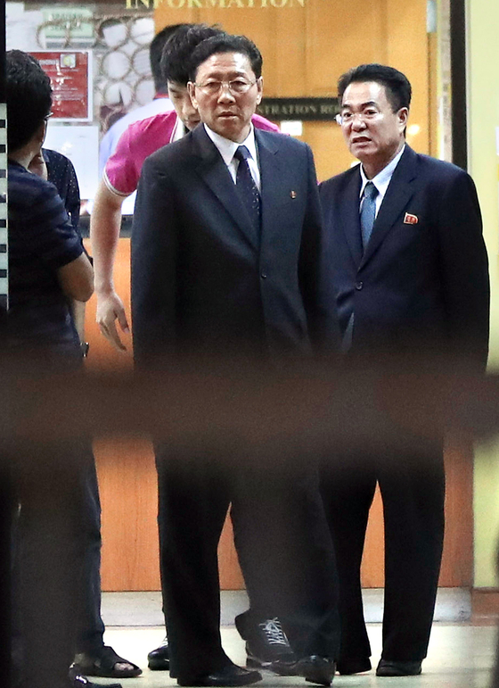 Former North Korean Ambassador to Malaysia Kang Chol, center, stands at the entrance of the forensic department at a hospital in Kuala Lumpur, Malaysia on Feb. 15, 2017. [AP/VINCENT THIAN/JOONGANG ILBO]