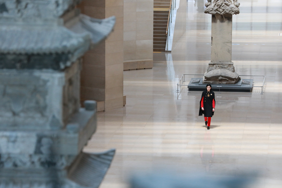 """A model for brand Caruso (designer Chung Kwang-hyo) walks along """"The Path to History"""" at the National Museum of Korea in central Seoul. [SEOUL METROPOLITAN GOVERNMENT]"""