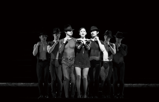 """Korean Production of """"Chicago"""" featuring IVY, center, as Roxie Hart. [SEENSEE COMPANY]"""