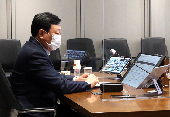 Lotte Group Chairman Shin Dong-bin during a virtual meeting with employees in January. [LOTTE]