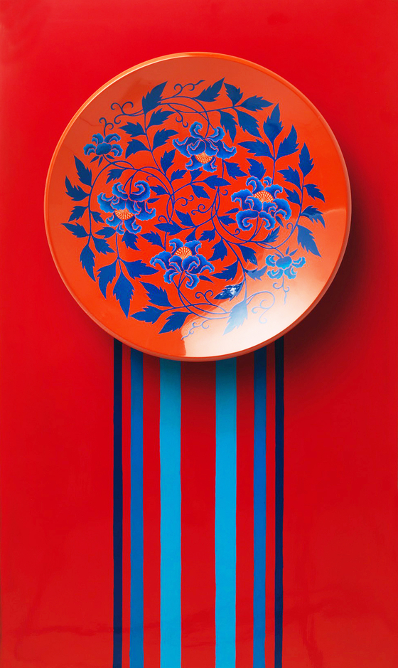 A colored lacquer tray [PARK SANG-MOON]