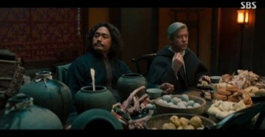 "The SBS historical fantasy series ""Joseon Exorcist"" (2021) is under fire after it depicted a Joseon Dynasty (1392-1910) prince treating a Catholic priest to Chinese mooncakes, Chinese-style dumplings, and century eggs (a Chinese dish of preserved eggs). [SCREEN CAPTURE]"