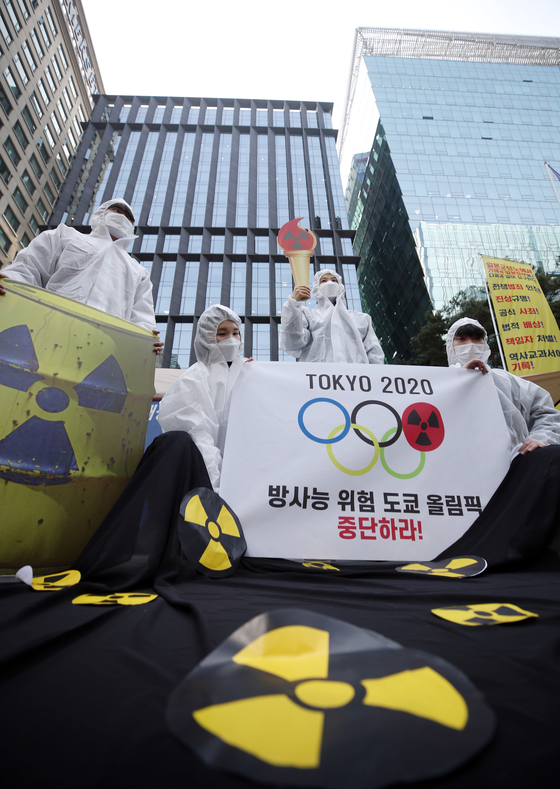 Environmental activists lobby for the delayed 2020 Tokyo Olympics to be canceled, citing the dangers related to radioactivity, in front of the Embassy of Japan in Korea in central Seoul on Thursday. [YONHAP]